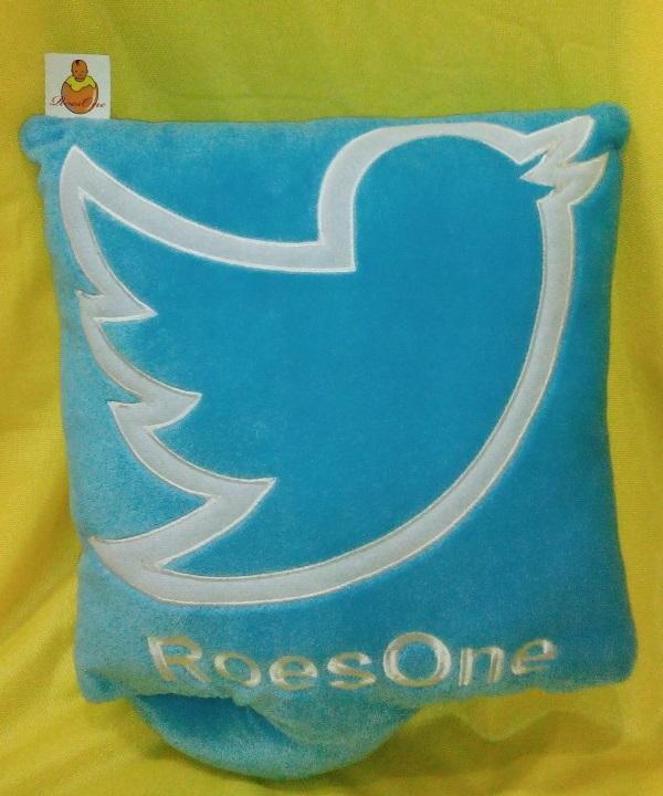 Maskot Boneka Twitter Indonesian Idol. RoesOne.com - boneka twitter fans nowela, virzha, husein, dewi, gio, ubay, windy