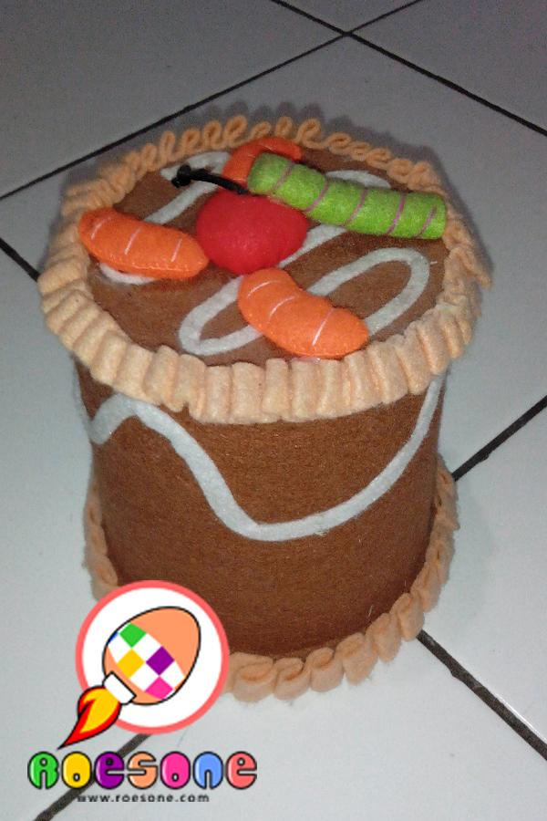 mainan yang dapat merangsang ide kretif anak, Kue Tabungan souvenir ulang tahun anak