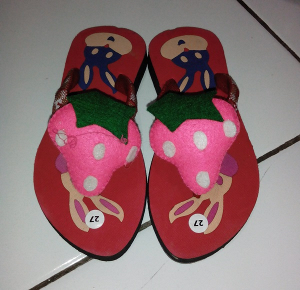 Sandal Boneka Kesukaan Anak Lucu Buah Strawberry