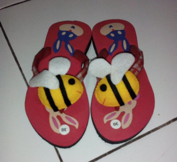 Sandal Boneka Kesukaan Anak Lucu Lebah