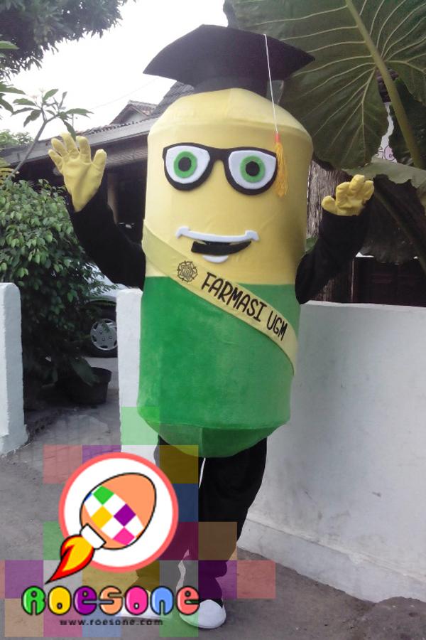 Badut boneka farmasi UGM Yogyakarta