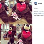 Antuasiasme Pengunjung Foto dengan Giant Teddy Bear di Bali Airport