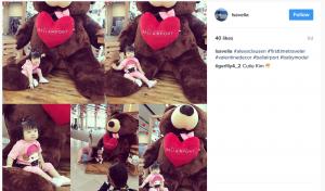 Antuasiasme Pengunjung Foto dengan Giant Teddy Bear di Bali Airport - Isavelia