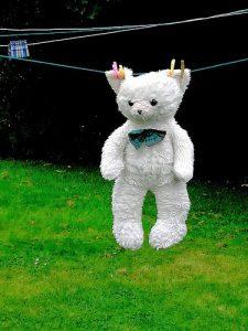 Boneka Teddy Bear saat dijemur
