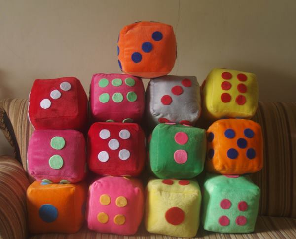 Pembuatan Boneka Dadu Domino