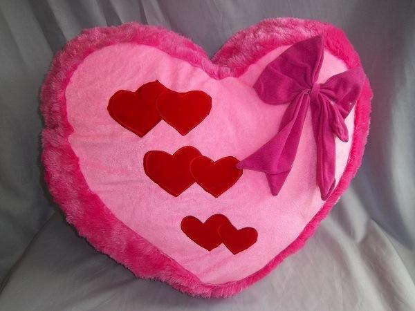 Pembuatan Boneka Valentin untuk Pacar - Bantal Love
