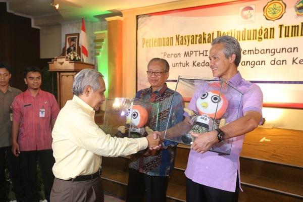 Boneka Produksi RoesOne Craft untuk Ganjar Pranowo