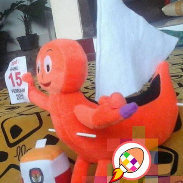 boneka-maskot-kpu-sulawesi-barat-perahu-sandeq