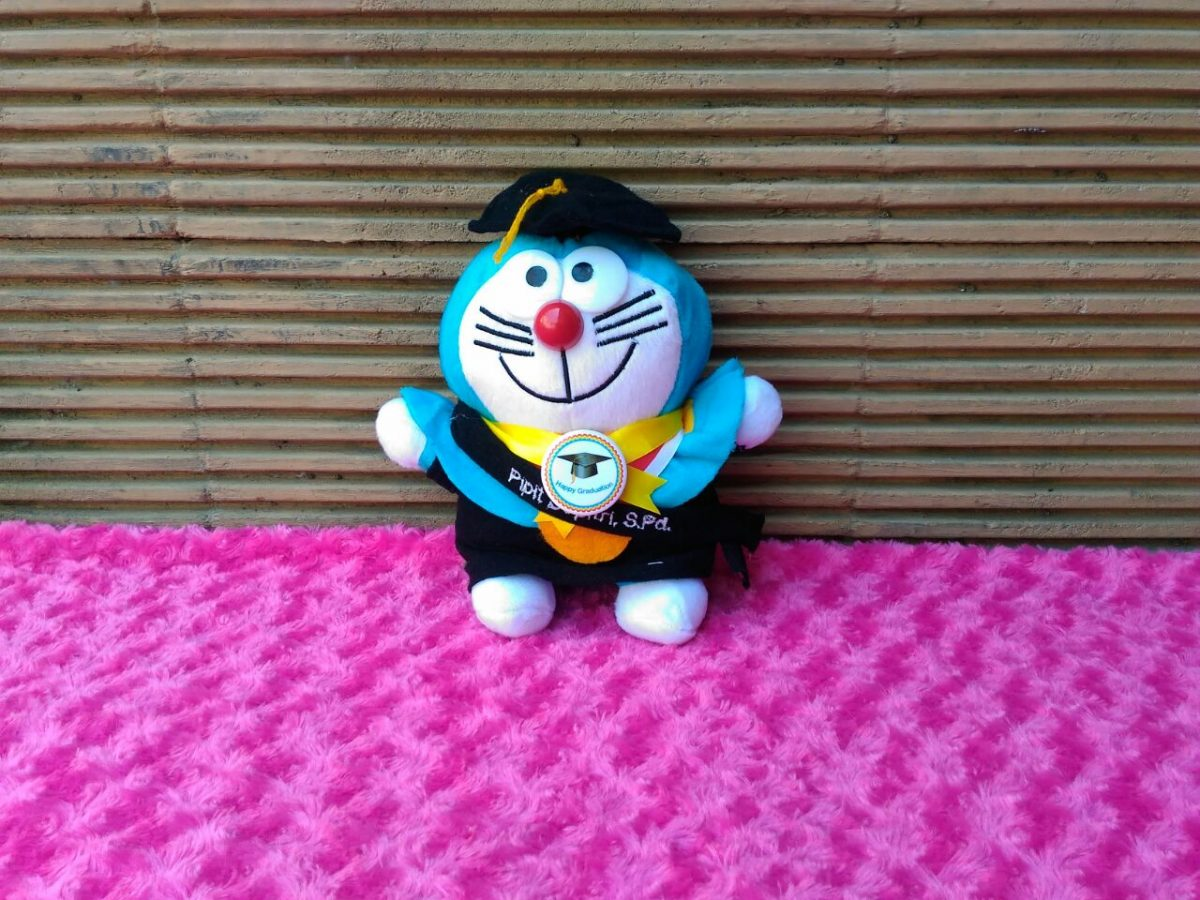 Boneka Wisuda Karakter Doraemon ala Produsen Boneka RoesOne Craft